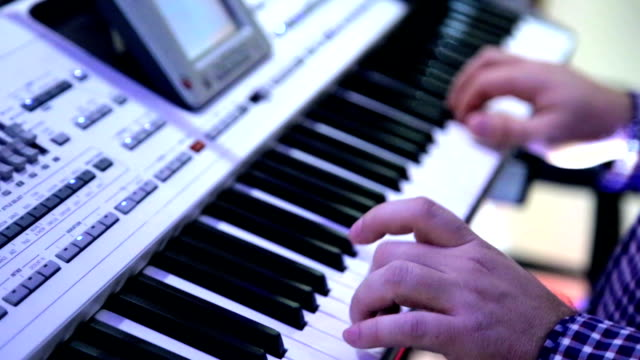 Playing Piano, Keyboard video