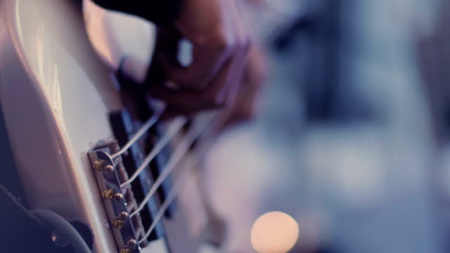 vídeos de stock e filmes b-roll de playing the bass guitar, close up - instrumental