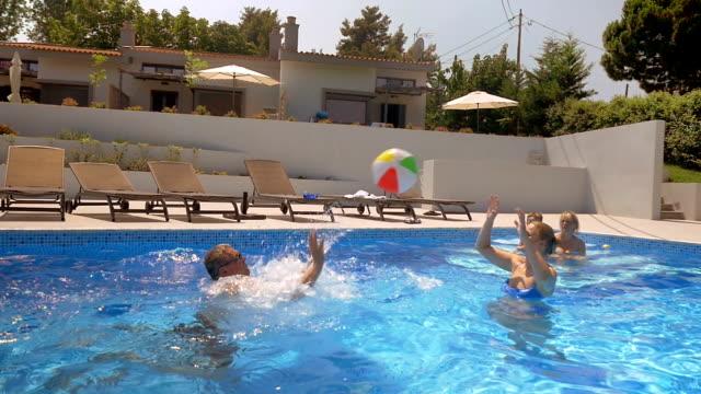 バレーボール、プール - 別荘点の映像素材/bロール