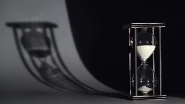 光と影の砂時計の演劇 - 耐久力点の映像素材/bロール