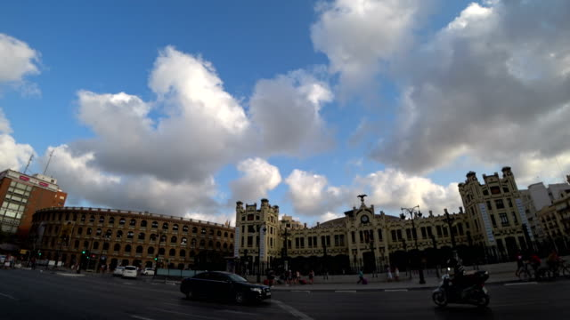 Plaza de Toros Bull fighting arena and city traffic time lapse
