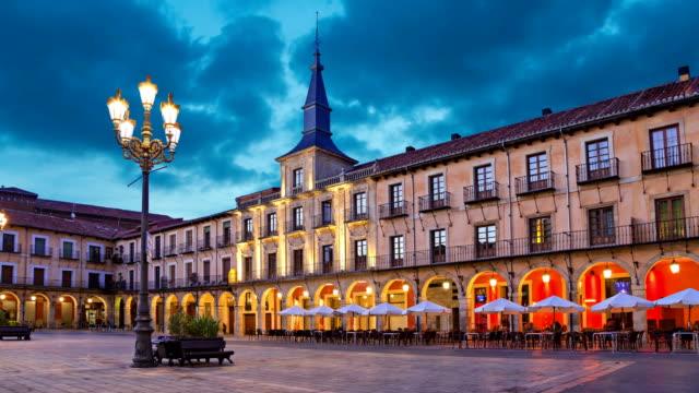 Plaza Mayor por la noche, León - vídeo