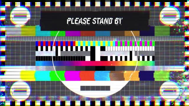 please stand by text on tv screen, maintenance, no signal, silence, emergency - avversità video stock e b–roll