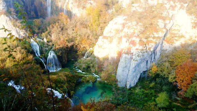 plitvice lakes national park, croatia - национальный парк плитвицкие озёра стоковые видео и кадры b-roll