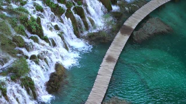 plitvice lakes national park - национальный парк плитвицкие озёра стоковые видео и кадры b-roll