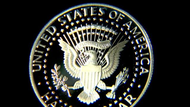 e pluribus unum-münze half-dollar 50 cent - amerikanische geldmünze stock-videos und b-roll-filmmaterial