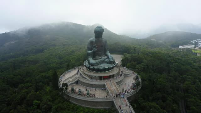 vídeos de stock, filmes e b-roll de monastério po lin na ilha lantau, hong kong - buda