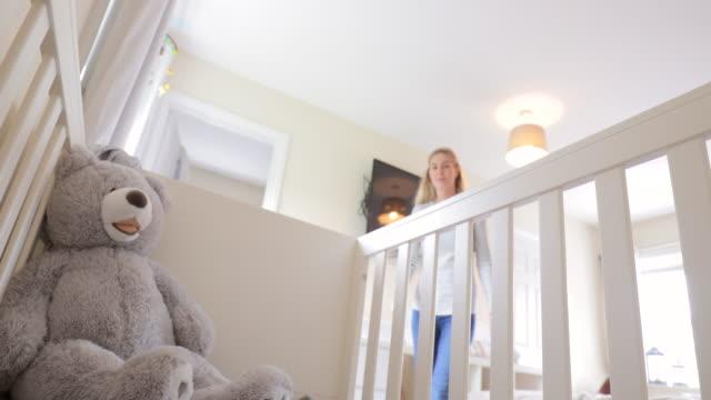 stockvideo's en b-roll-footage met oogpunt van een babyjongen in zijn bedje liggen - baby toy