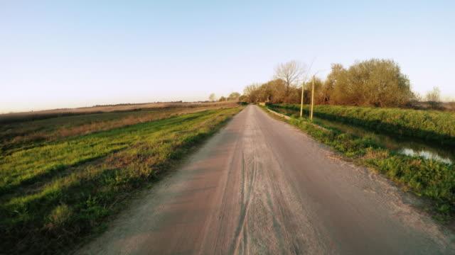 vídeos de stock e filmes b-roll de point of view shot of riding a bicycle - aveiro