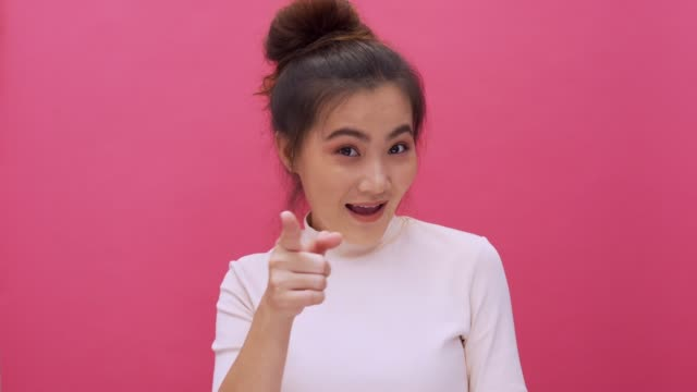 Pointing at camera isolated pink background 4k
