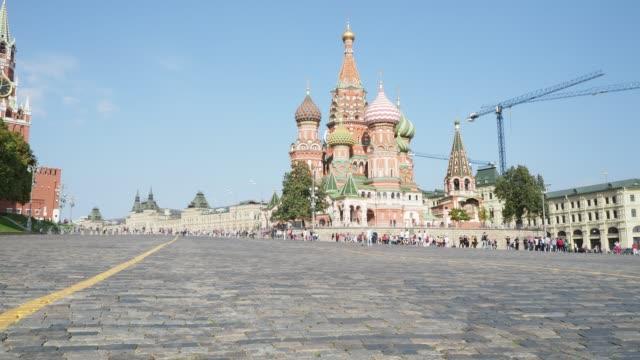 pokrovsky katedralen på röda torget nära kreml i moskva - vasilijkatedralen bildbanksvideor och videomaterial från bakom kulisserna