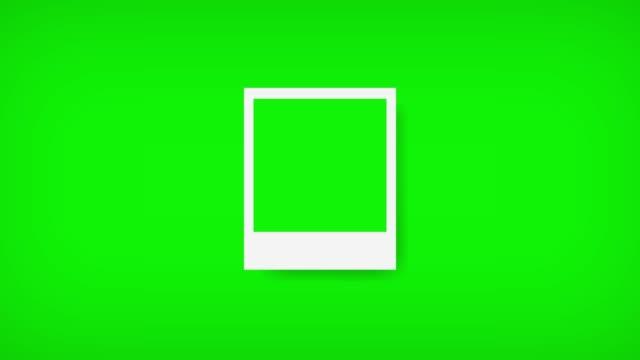 polaroids ram med grön skärm för ditt foto. 4k - fotografi bild bildbanksvideor och videomaterial från bakom kulisserna