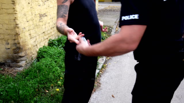 Police Arresting drugs dealer video