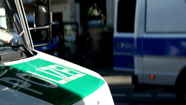 vidéos et rushes de voitures de police en allemagne - allemagne