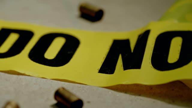 vídeos y material grabado en eventos de stock de balas de arma de fuego la policía crimen escena - dureza