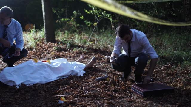 police found evidence 4k - cadavere video stock e b–roll