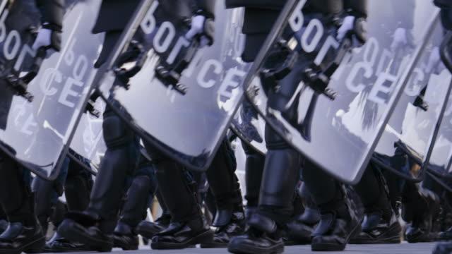 市を守る警察機動隊 - 警察点の映像素材/bロール
