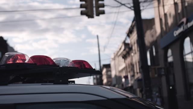 police sirens in brooklyn. - polizia video stock e b–roll