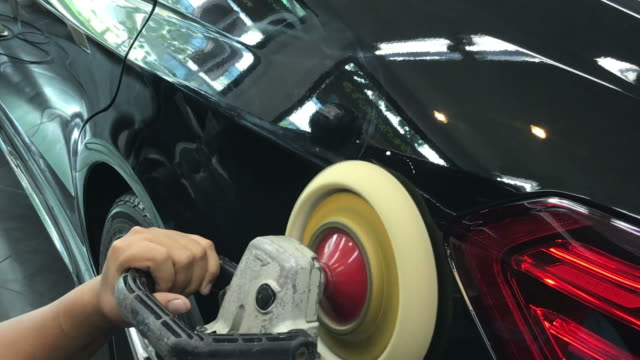 polishing wax on car - lucidare video stock e b–roll