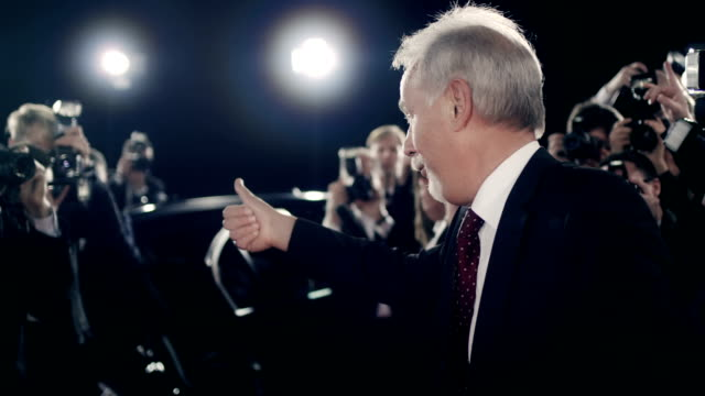 Politiker auf roten Teppich – Video