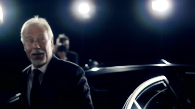政治家にレッドカーペット ビデオ