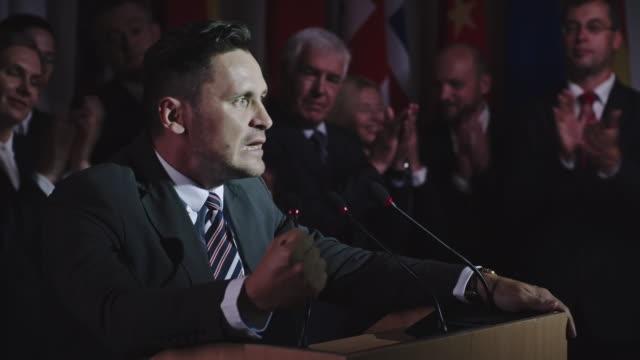 vídeos y material grabado en eventos de stock de político apasionado por su trabajo - político