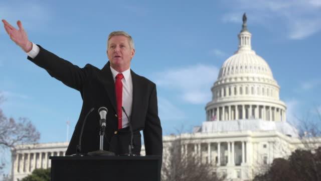 Homme politique générale en face du bâtiment du Capitole des États-Unis - Vidéo