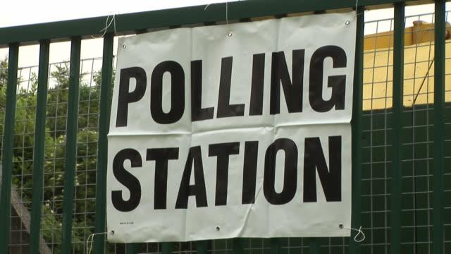 vídeos y material grabado en eventos de stock de estación/elecciones transcurrieron hd & pal - polling place