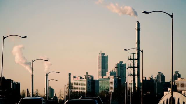 vídeos de stock e filmes b-roll de pollution of the city by smoke. seoul south korea - coreia do sul