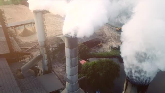 stockvideo's en b-roll-footage met vervuiling op de industrie - schoorsteen
