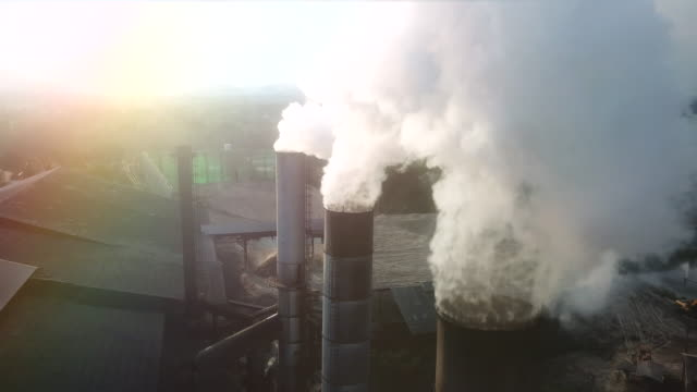 pollution on industry - дымоход стоковые видео и кадры b-roll
