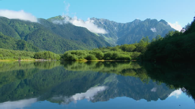 長野県松本、上高地の大正池 - 夏点の映像素材/bロール