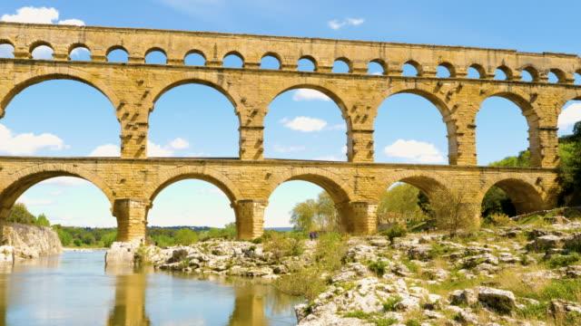 pont du gard in france - stile classico romano video stock e b–roll