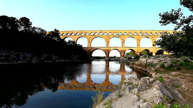 stockvideo's en b-roll-footage met pont du gard in  france - pont du gard