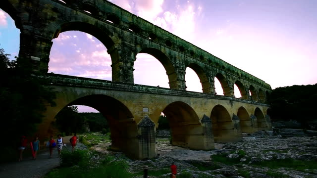 stockvideo's en b-roll-footage met pont du gard - pont du gard