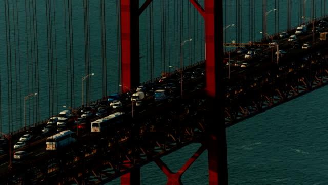 vídeos de stock e filmes b-roll de ponte 25 de abril bridge, lisbon, portugal - ponte 25 de abril