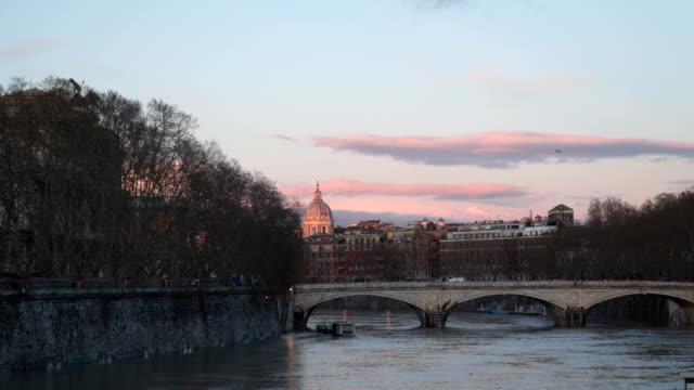 ponte umberto i, also known as ponte umberto - rome road central view video stock e b–roll