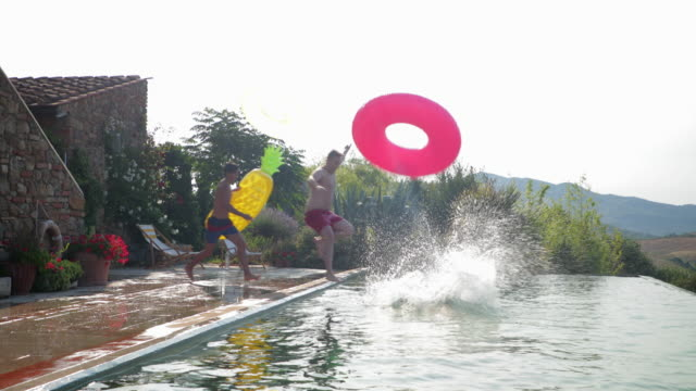 vídeos y material grabado en eventos de stock de piscina inflables fiesta - pool party