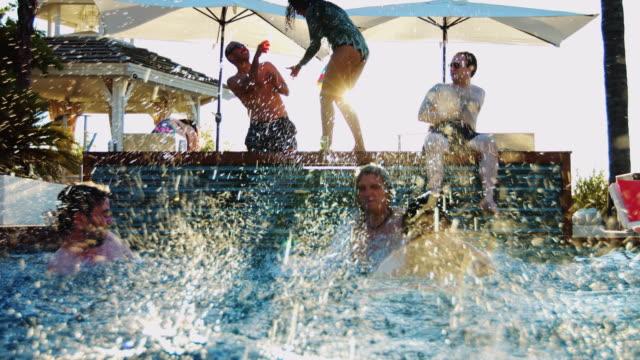 vídeos y material grabado en eventos de stock de diversión junto a la piscina - backyard pool