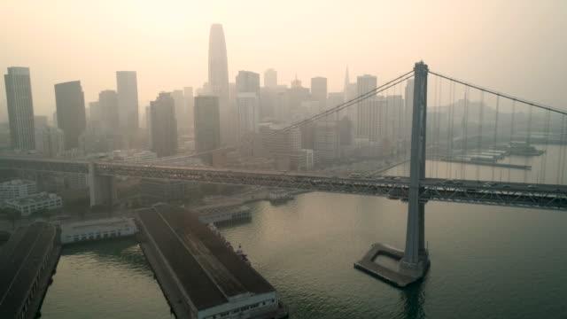 vídeos de stock e filmes b-roll de poor air quality san francisco bay area - neblina causada por temperatura elevada
