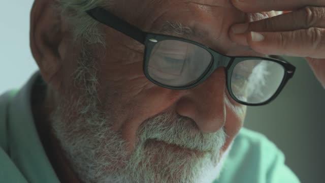 可憐的退休 - 危機 個影片檔及 b 捲影像