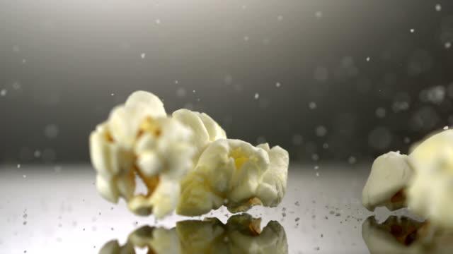 Popcorn and salt, Slow Motion video