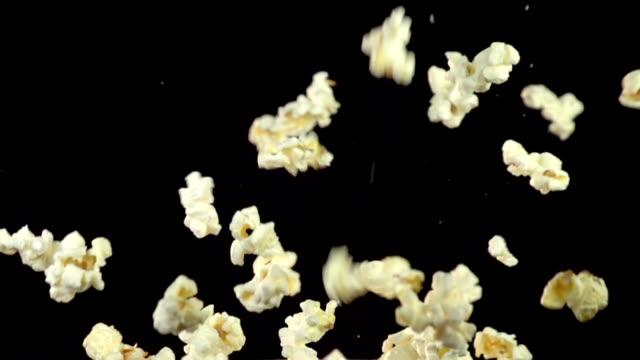 stockvideo's en b-roll-footage met popcorn explosie slow motion - popcorn