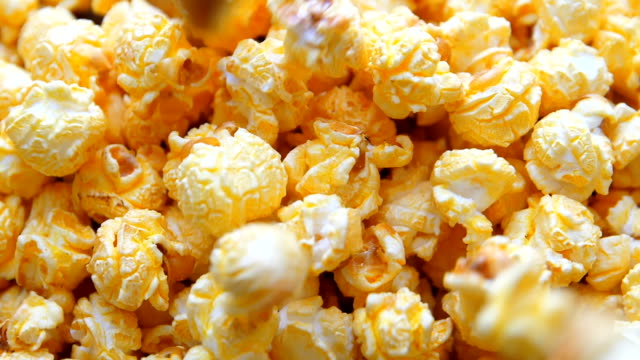 Popcorn falla ner, slow-motion video