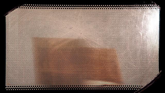 stockvideo's en b-roll-footage met popcorn maken in de microwawe - popcorn