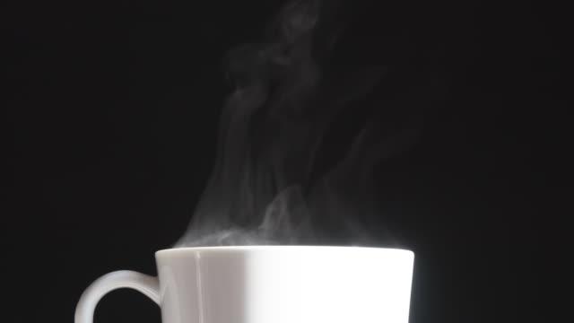 porslin cup med hot drink - material bildbanksvideor och videomaterial från bakom kulisserna
