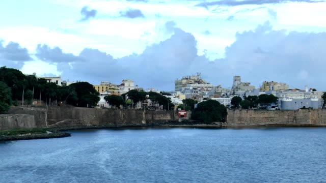 partenza dal porto-san juan, puerto rico - portorico video stock e b–roll