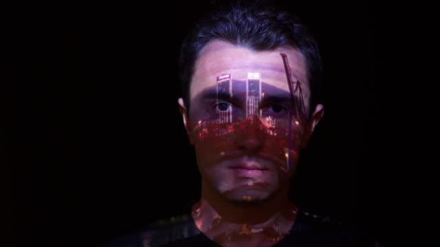 人臉上的埠遊戲中時光倒流投影 - 投射 個影片檔及 b 捲影像
