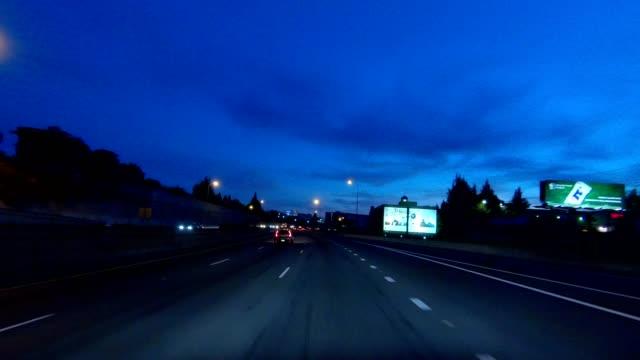 stockvideo's en b-roll-footage met portland expressway iv gesynchroniseerde serie vooraanzicht rijproces plaat - twilight