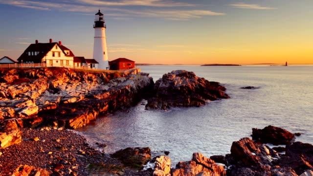 portland head lighthouse, maine, usa bei sonnenaufgang - leuchtturm stock-videos und b-roll-filmmaterial